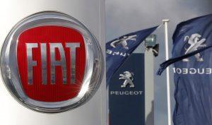 Логотата на двата автомобилни производителя Fiat и Peugeot се вишждат пред дилърствата им в Saint-Nazaire, France, ноември 8, 2019. REUTERS