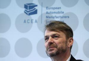 Майк Манли, изп. директор на Fiat Chrysler Automobiles и президент на Европейската асоциация на автомобилните производители, говори по време на пресконференция в Брюксел, Белгия