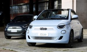 Новият електрически автомобил Fiat 500 бе показан на събитие на Fiat Chrysler, което се проведе, за да представи първия електрически модел на марката, в Милано, Италия, на 4 март 2020 г.