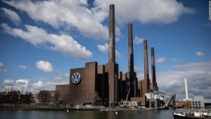 Гигантският заводски комплекс на Volkswagen във Волфсбург, Германия