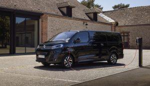 PEUGEOT представи електрическата версия на своя пътнически микробус - e-Traveller - по-рано този месец. Сега и Citroën от PSА Groupe разкрива съответната си електрическа версия ë-SpaceTourer.