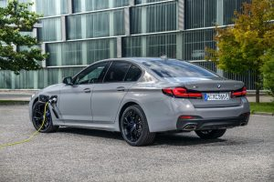 2021-bmw-545e-photos-21-1536x1024