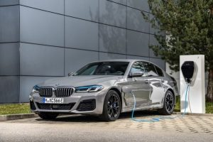 P90395490_lowRes_the-new-bmw-545e-xdr