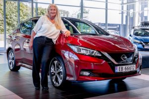 500 000-ия Nissan Leaf и собственичката Мария Янсен