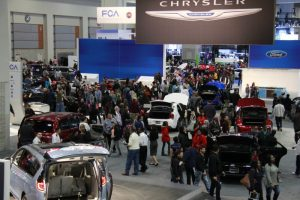 image-attendees_enjoying_the_2016_washington_auto_show.-6608