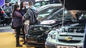 russian-auto-market-stalls