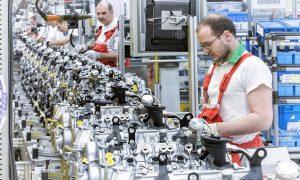 Заводът на Audi в Дьор, Унгария, най-голямата фабрика на двигатели на VW Group, построи 1,6 милиона двигателя през 2020 г.