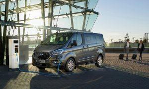PHEV Ford Tourneo Custom. Следващото поколение ще има напълно електрическа версия.