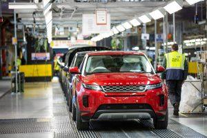 Производство на Range Rover в завода на Jaguar Land Rover в Солихал, Англия.