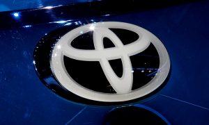 Логото на  Toyota се вижда в деня на медиите на Mondial de l'Automobile, на Paris auto show