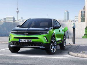Малкият SUV на Opel - Mokka-e, е един от вълната от нови изцяло електрически превозни средства от марката Stellantis. Други включват малката кола Corsa-e и пътническите и търговските микробуси Combo.