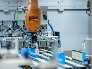 Производство на акумулаторни модули за високоволтови батерии в завод BMW Group в Лайпциг.
