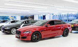 Дилър на Jaguar в западен Лондон