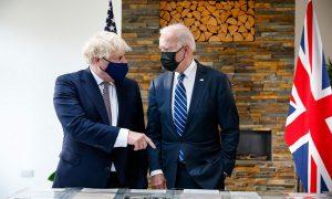 Премиерът на Великобритания Борис Джонсън е домакин на американския президент Джо Байдън преди срещата на върха на G-7. Сн. 10 юни.