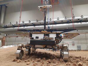 replica-exomars-rover-driving-on-mock-martian-terrain-looks-surprisingly-real-162611_1