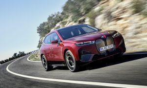 Водещият електрически SUV на BMW, iX, ще пристигне в дилърите през есента.